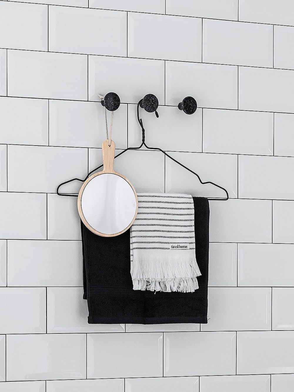 Woodio wall hooks