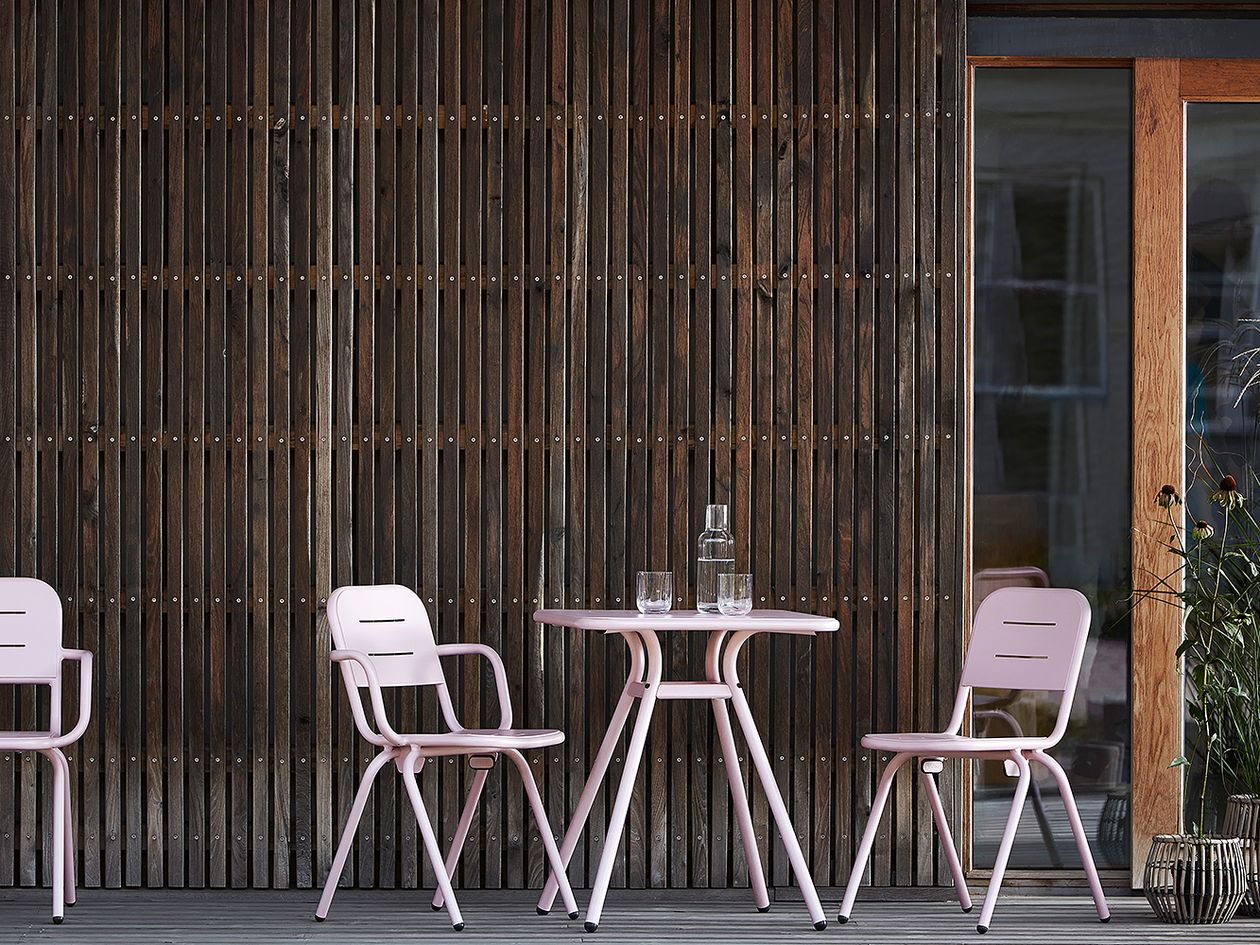 Woud's Ray chairs in rose pink