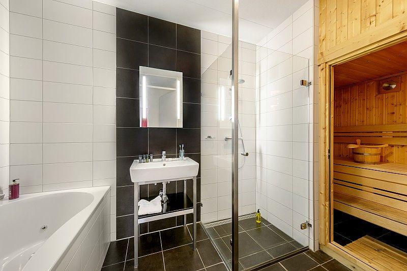 Center Parcs De Eemhof Waterfront Suite.Gerestylde Waterfront Suites In De Eemhof