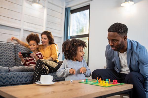 Thuisvermaak voor de familie met deze 10 eenvoudige spellen