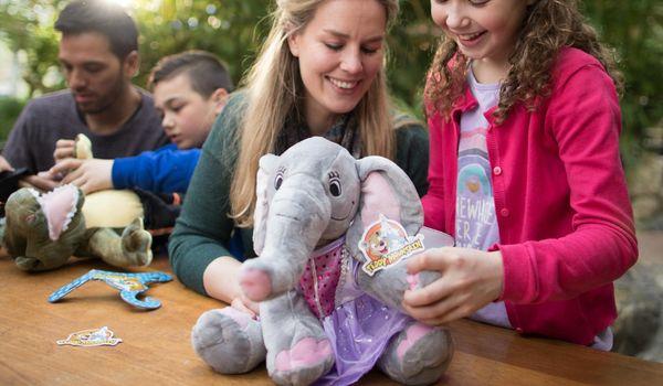 Boaz (9) en Tirza (8) testten de Kids Workshop: maak je eigen knuffel