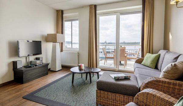 Gerestylde Waterfront Suites in De Eemhof