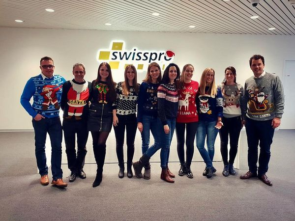 Frohe Festtage und ein gutes neues Jahr wünscht Team swisspro! . . . #swisspro#swissprogroup#bewirbdichjetzt#work#Elektroinstallationen#ICT#BCT#Zurich#Switzerland#18Standorte#joinourteam#xmas