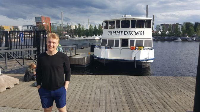 Aapeli Räsänen ehti kesällä viettää aikaansa myös kotikaupungin tutuissa maisemissa. Kuva: Miika Arponen