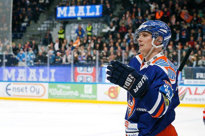 Veli-Matti Savinainen tuuletti kauden 30:ttä maaliaan. Kuva: Jukka Rautio / Europhoto