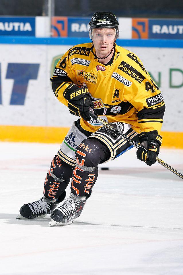 Jussi Timonen käänsi katseet nopeasti tulevaan. Kuva: Jukka Rautio / Europhoto