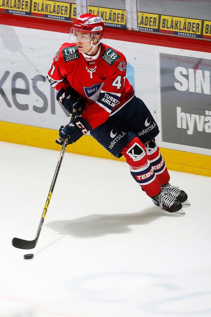 HIFK-puolustaja Miro Heiskanen on vain pisteen päässä alle 18-vuotiaiden MM-kisojen puolustajien piste-ennätyksestä. Kuva: Jukka Rautio / Europhoto