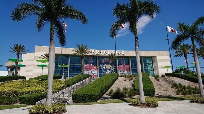 Aleksander Barkov (oik.) on Florida Panthersin ykköstähti.