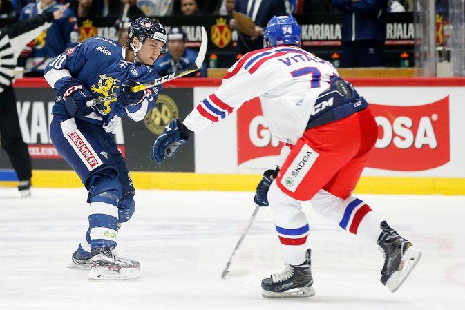 Roope Hintz liittyy amerikkalaislähteiden mukaan Suomen MM-leirille Liigan pronssiottelun jälkeen. Kuva: Jukka Rautio / Europhoto