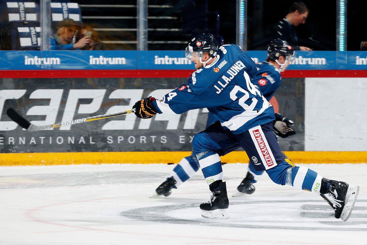Jani Lajunen esiintyi leijonapaidassa Karjala-turnauksessa. Kuva: Jukka Rautio / Europhoto