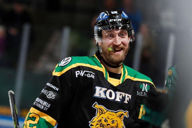 Sami Sandell on sivussa Ilveksen kannalta kriittisistä otteluista. Kuva: Jukka Rautio / Europhoto