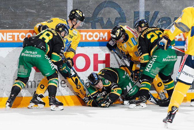 Ilveksen ja Jukurien kamppailu oli kenttätapahtumista huolimatta lopulta tasainen vääntö. Kuva: Jukka Rautio / Europhoto