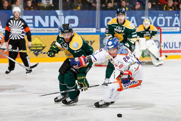 Jere Karjalainen (oik.) palaa kokoonpanoon pitkän loukkaantumisen jälkeen. Kuva: Jukka Rautio / Europhoto