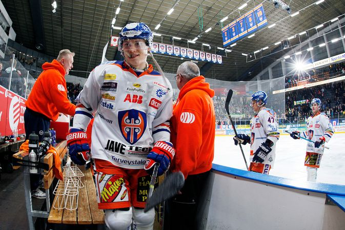 Sebastian Revolla oli hymy herkässä iskettyään jatkoerässä ottelun ratkaisuosuman. Kuva: Jukka Rautio / Europhoto
