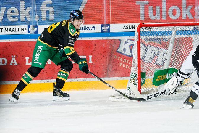 Ottelussa loukkaantuneen Ville Meskasen ensimmäinen maali hyväksyttiin vasta videotarkistuksen jälkeen. Kuva: Jukka Rautio / Europhoto