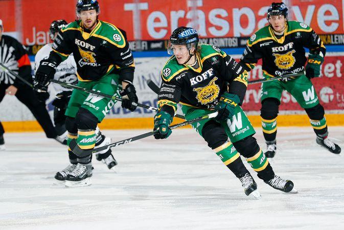 Ville Meskanen (kesk.) on ollut Ilveksen alkukauden paras pelaaja, ja hätyyttelee jopa koko Liigan kärkeä tehokkuudellaan. Kuva: Jukka Rautio / Europhoto