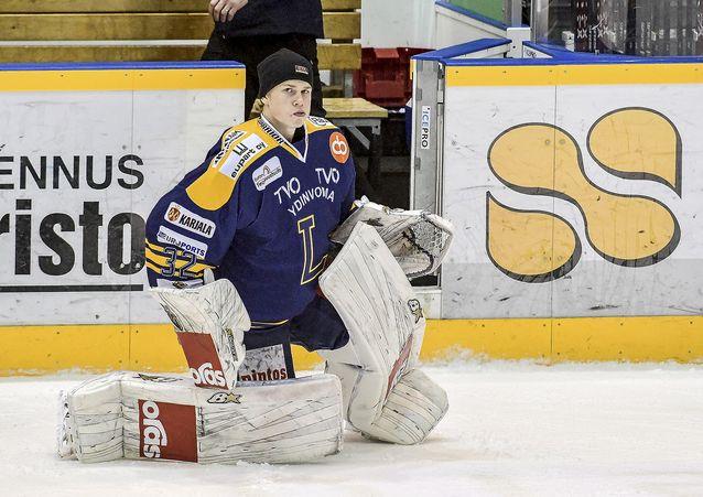 Lassi Lehtinen valittiin päättyneen runkosarjan Nuorten SM-liigan parhaaksi maalivahdiksi. Kuva: Pekka Lehmuskallio