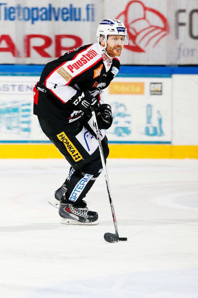 Henrik Tallinder jatkaa turkulaispuolustuksen kulmakivenä. Kuva: Jukka Rautio / Europhoto