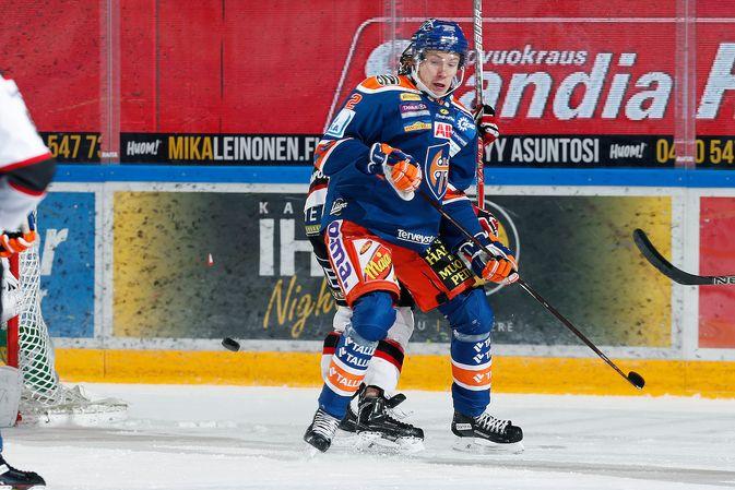 Otto Mäkinen debytoi liigapelaajana Hakametsän jäällä. Kuva: Jukka Rautio / Europhoto