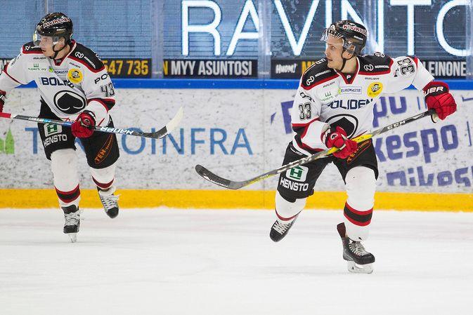 Tommi Taimi (oik.) pelasi paluuottelussaan ruotsalaispuolustaja Maksim Matushkinin pakkiparina. Kuva: Europhoto