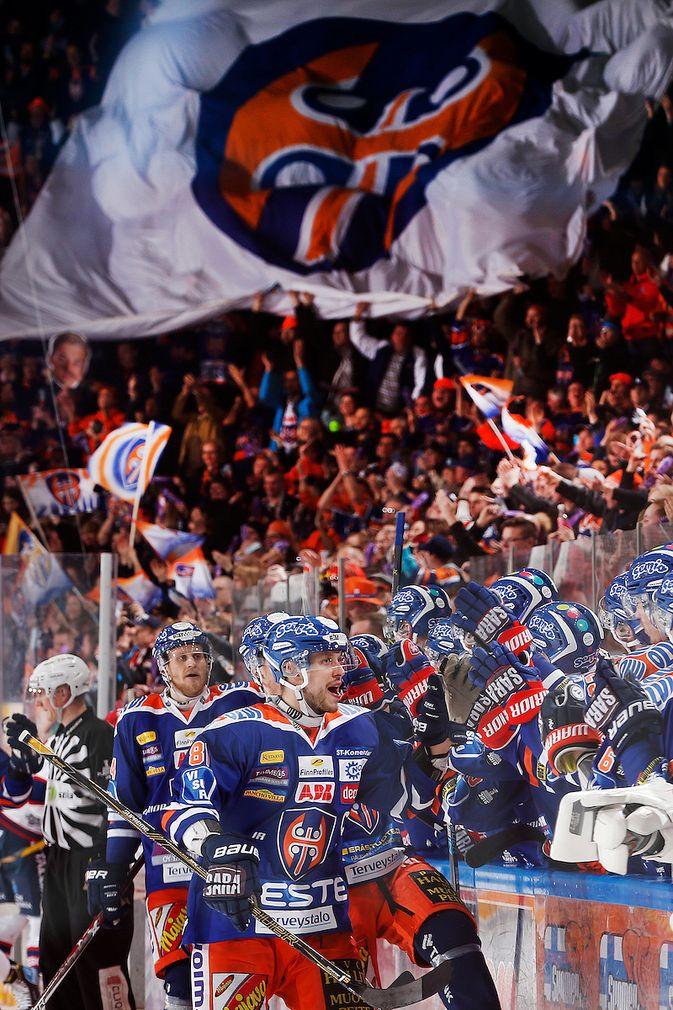Jukka Peltola huudatti kotiyleisöä 2-2-tasoitusosumallaan. Kuva: Jukka Rautio / Europhoto