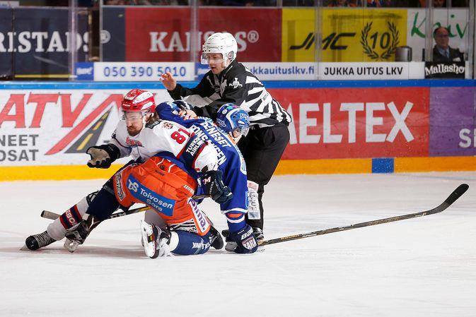 Kai Kantola ehti ottelussa vääntää pitkään myös Aleksander Bonsaksenin kanssa. Kuva: Jukka Rautio / Europhoto