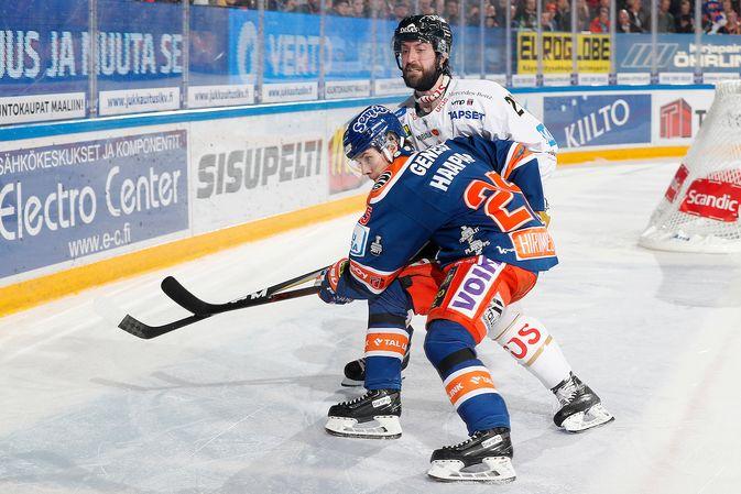 Shaun Heshka ja Kärpät saivat pidettyä Henrik Haapalan Tapparan aisoissa. Kuva: Jukka Rautio / Europhoto