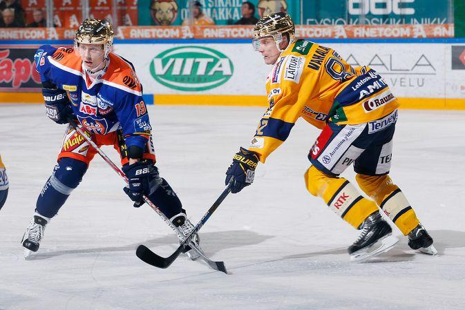 Ville Vahalahti (oik.) jatkanee Lukon pistekuninkaana. Kuva: Jukka Rautio / Europhoto