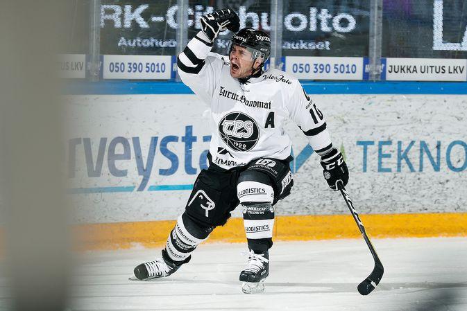 Eric Perrin oli turkulaisten illan sankari. Kuva: Jukka Rautio / Europhoto