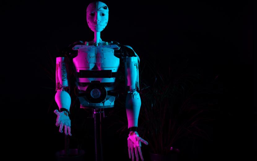 InMoov robot facing you, dark background