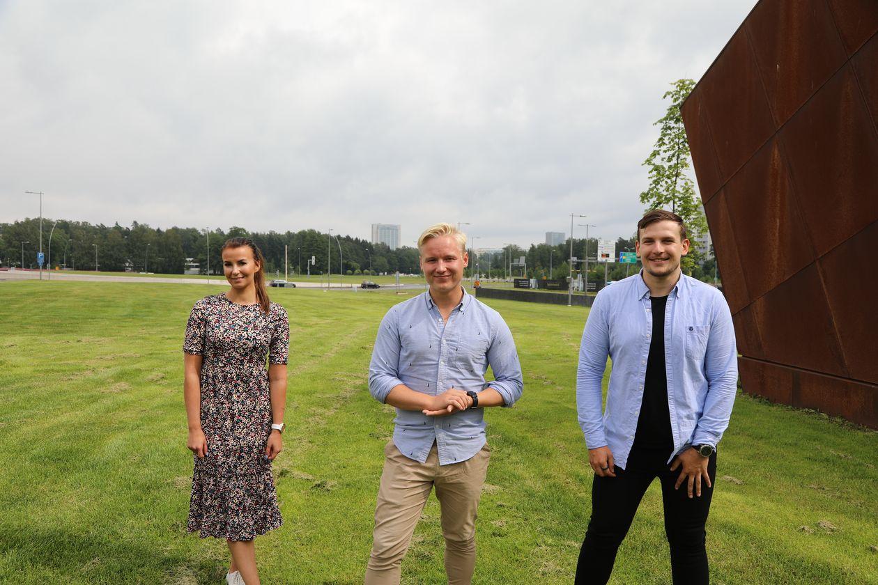 Elo's sales associate Jasmin Varis with entrepreneurs Henrik Helenius and Johannes Salmisaari