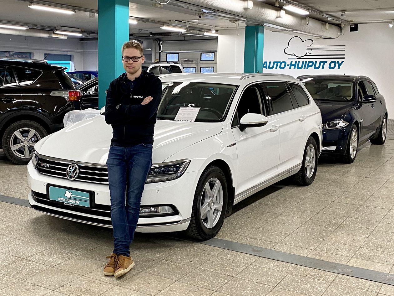 Aleksi Mäkelä lotsar Auto-Huiput fördomsfritt och modigt