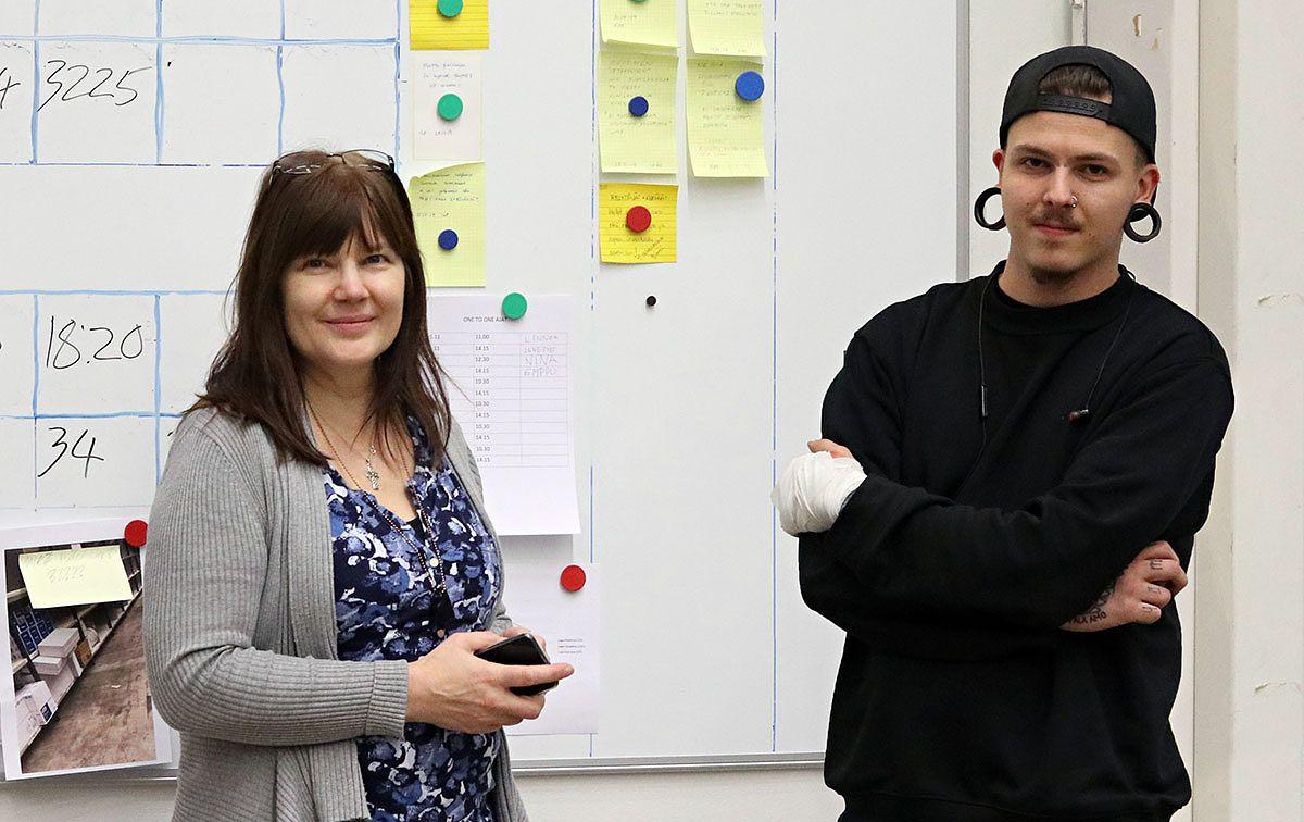 Lyreco Oy:n henkilöstöpäällikkö Lea Pelto-Ääri ja työnjohtaja Robin Ojala.