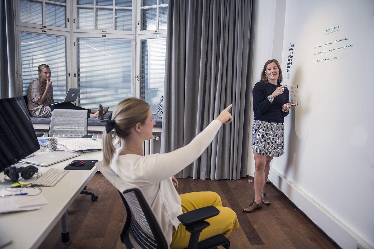 Kun yritys tarjoaa uudistumiseen liittyvää strategista konsultointia, ei ole yhdentekevää, miltä yrityksen omat tilat näyttävät. D11 Helsinki Oy on onnistunut hurmaamaan toimitiloillaan sekä asiakkaat että työntekijät.
