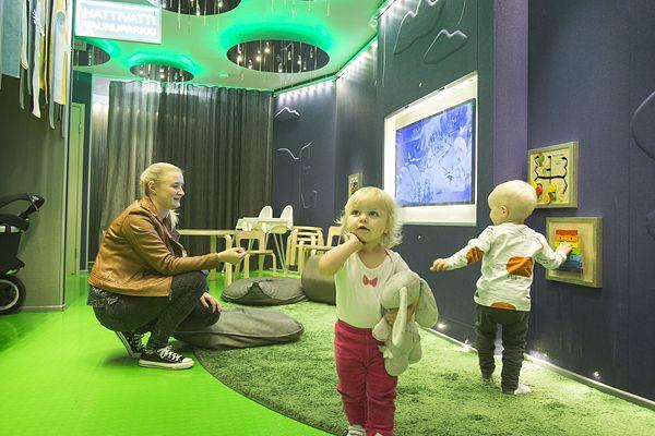 Kolmanteen kerrokseen avattu Muumi-lastenhoitohuone on tuonut ydinkeskustassa asioiville lapsiperheille uuden kaivatun tauko- ja huoltopaikan.