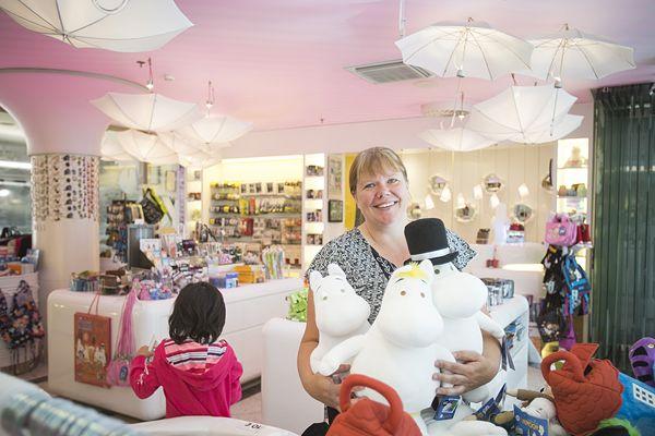 Uudistuksen myötä asiakkaat saavat nauttia Muumishopissa aikaisempaa sadunomaisemmasta tunnelmasta.