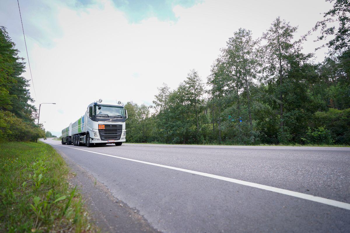 Ruotsin Jönköpingissä on otettu käyttöön autonominen, Telian 5G-teknologiaa hyödyntävä Einride-kuljetusyrityksen sähkörekka.