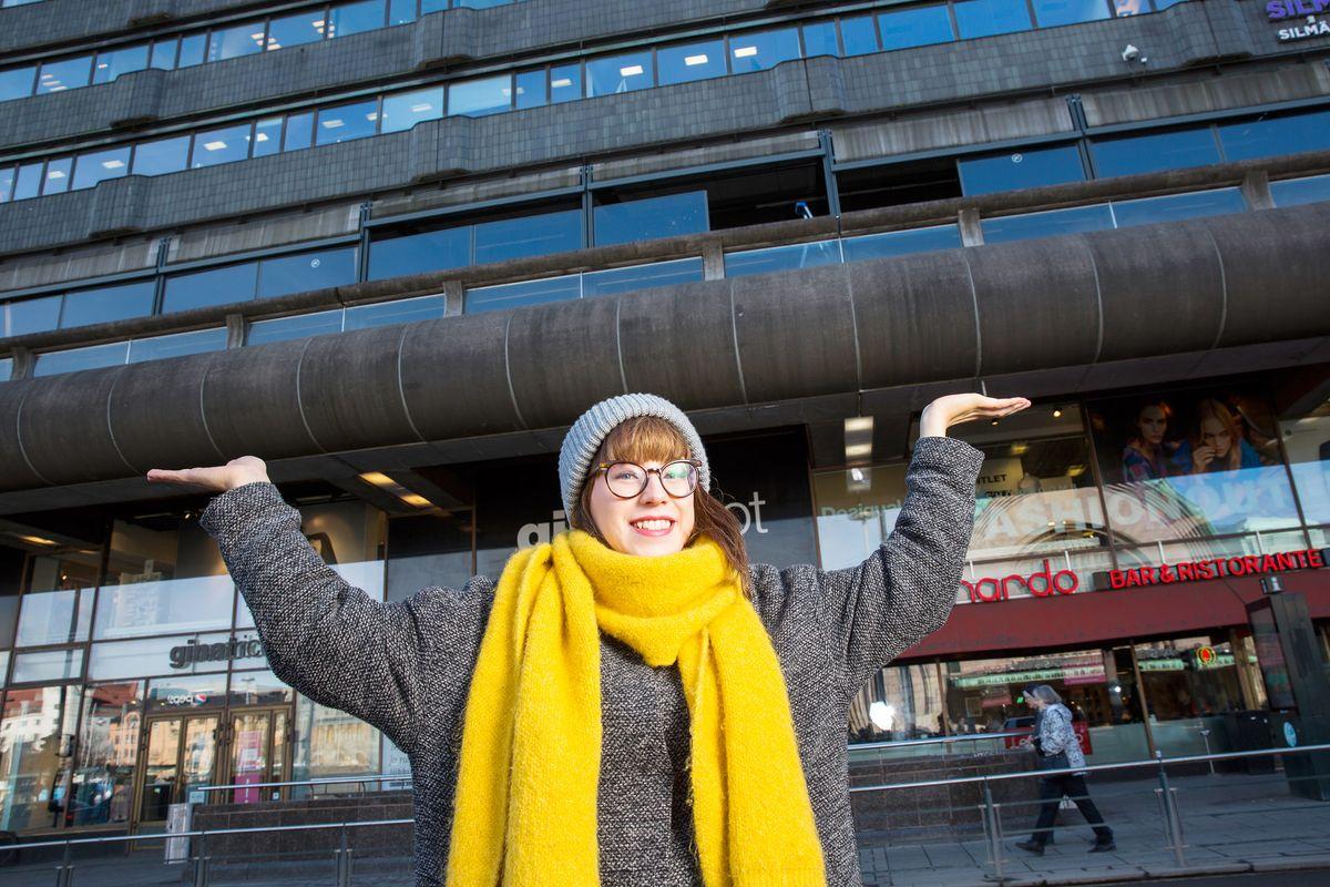 50-vuotias Makkaratalo saa toukokuussa koristuksekseen juhlavan köynnöksen. Eveliina Juuri voitti suunnittelukilpailun, jossa haettiin rakennuksen arvolle sopivaa koristelutyötä.