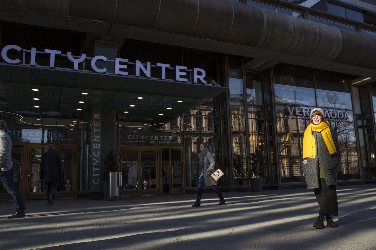 Opiskelija Eveliina Juuri voitti Kauppakeskus Citycenterin ja Spondan järjestämän suunnittelukilpailun Makkaratalon kukituksesta.