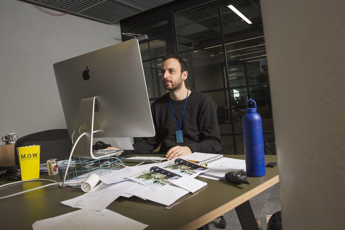 Muotoilija Emanuele Pizzolorusso on löytänyt MOWsta paitsi seuraa myös mahdollisia yhteistyökumppaneita.