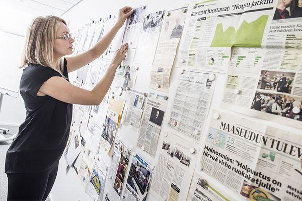 Seedin neuvotteluhuoneessa seinät on tapetoitu yrityksestä kertovilla lehtiartikkeleilla. Seinältä näkee yhdellä silmäyksellä, millainen asema yrityksellä on alan innovaattorina.