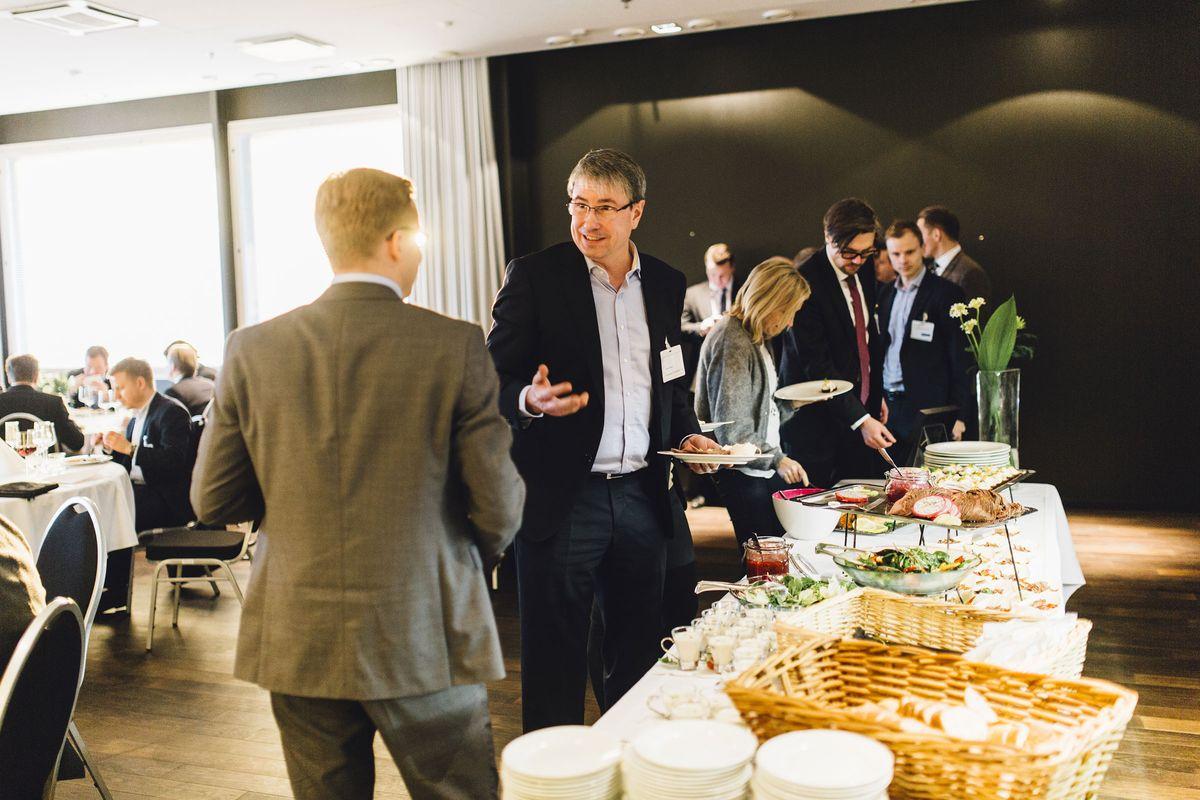 Tunnustusta juhlistettiin Ruoholahdessa tiloissa, joihin avautuu syksyllä uusi upea MOW-konseptin mukainen coworkingtila.