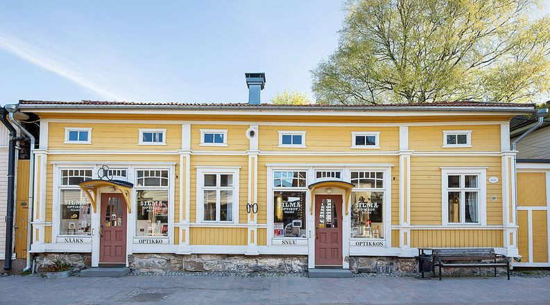 Silmäoptikot Palmu palvelee Spärrin talossa Vanhassa Raumassa.