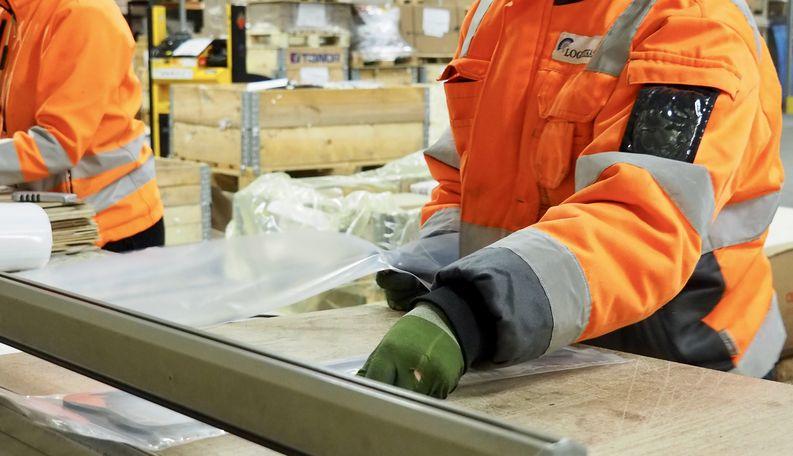 Logistikas Oy:n Valtran varaosien esipakkaam Jyväskylässä