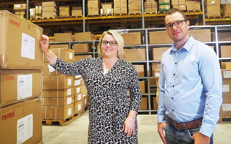 Reiman logistiikkajohtaja Katariina Kaisla ja Juha Hauta-Heikkilä, Logistikas Oy:n Rauman yksikönpäällikkö.