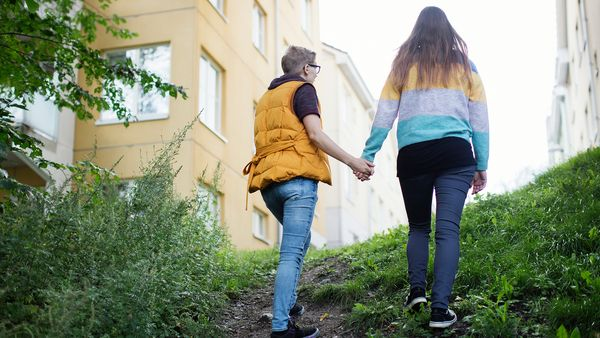 SATO residents Elina and Eerika walking on the banks of Aurajoki