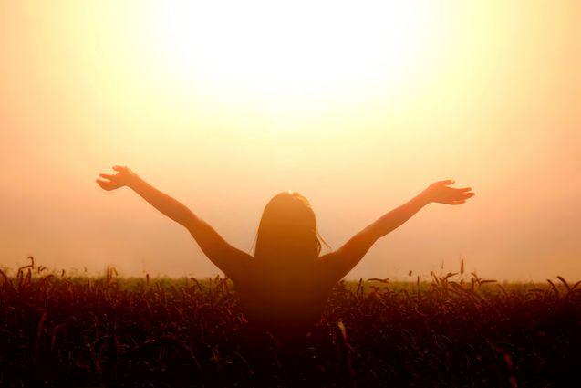 Une personne qui profite du soleil.