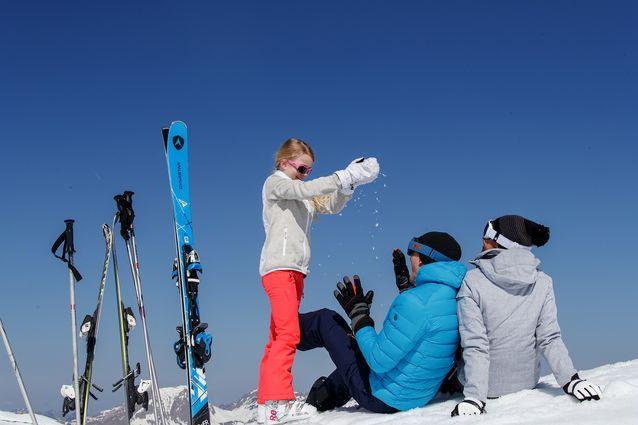 Une famille au ski