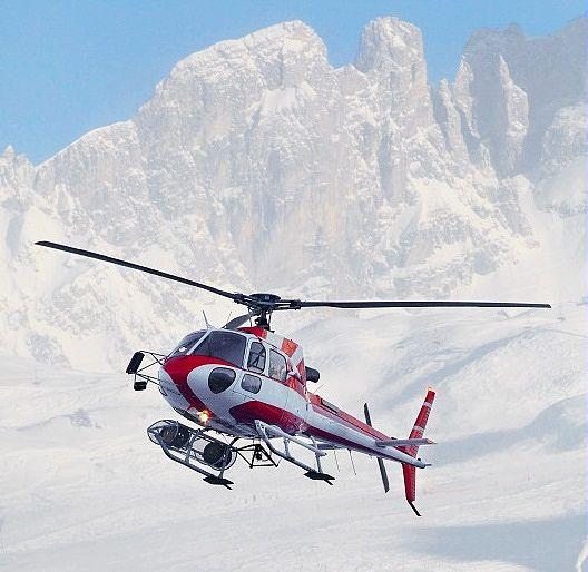 Hélicoptère à la montagne