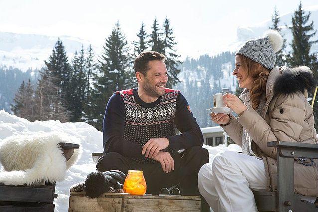 Un couple à la montagne